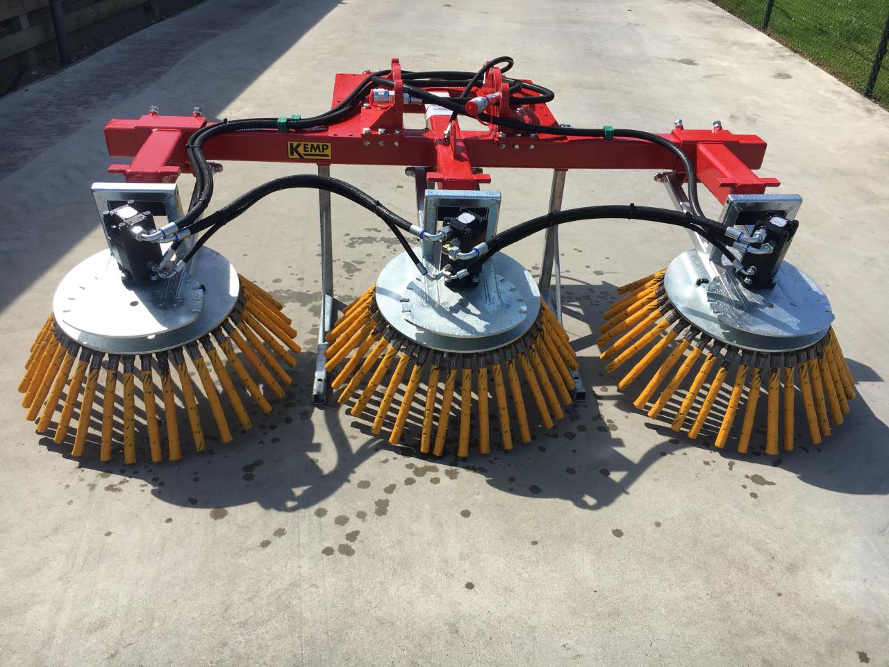 Triple weed brush - Kemp Machines